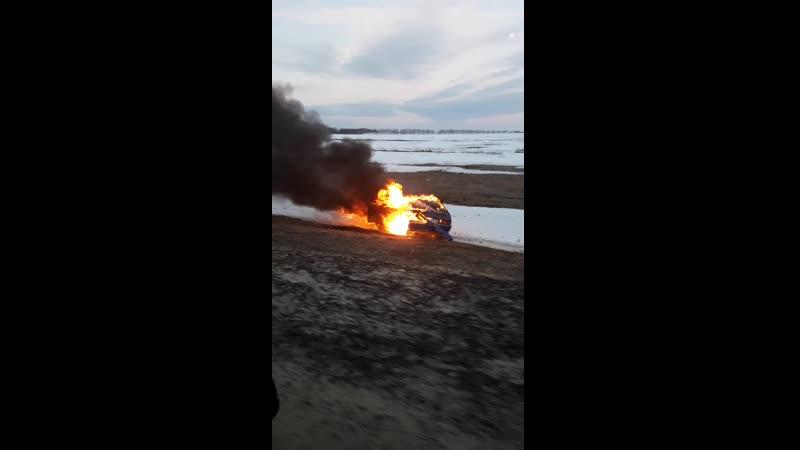 376 км трассы М4 Дон в сторону Воронежа в 6.20 утра 24.03.2019г. съехала в кювет машина и загорелась.