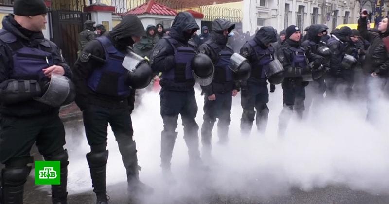 СК возбудил два дела из за нападений на диппредставительства на Украине