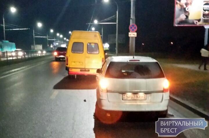 Ищутся очевидцы ДТП 15 декабря на Московской с участием маршрутки и Opel
