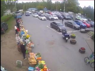 Смертельная поездка Infiniti в супермаркет в Репино попала на видео. Есть один счастливчик