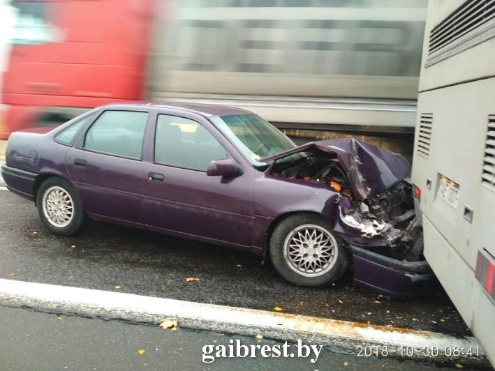 В результате ДТП травмирован 9-летний ребенок: Opel столкнулся с автобусом