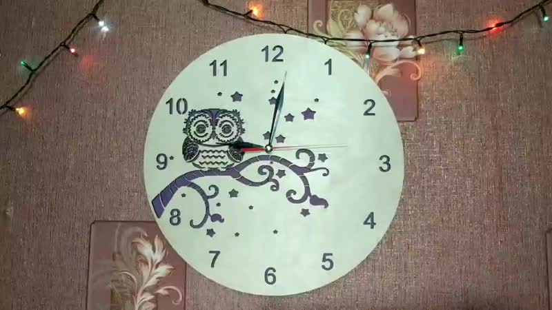 Часы сова на ветке.