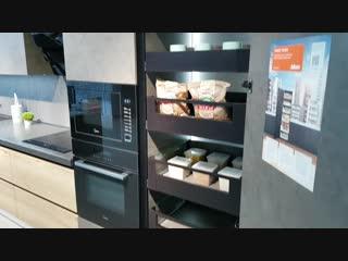 Space tower Legrabox от blum в нашем демонстрационном образце кухни