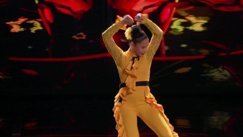 Мини J Lo танцует фламенко