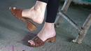 Lady Sabrina Shoeplay Dangling mit braunen Mules
