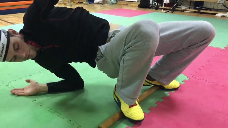 Тренировка акробатика с палкой Польза акробатики для здоровья