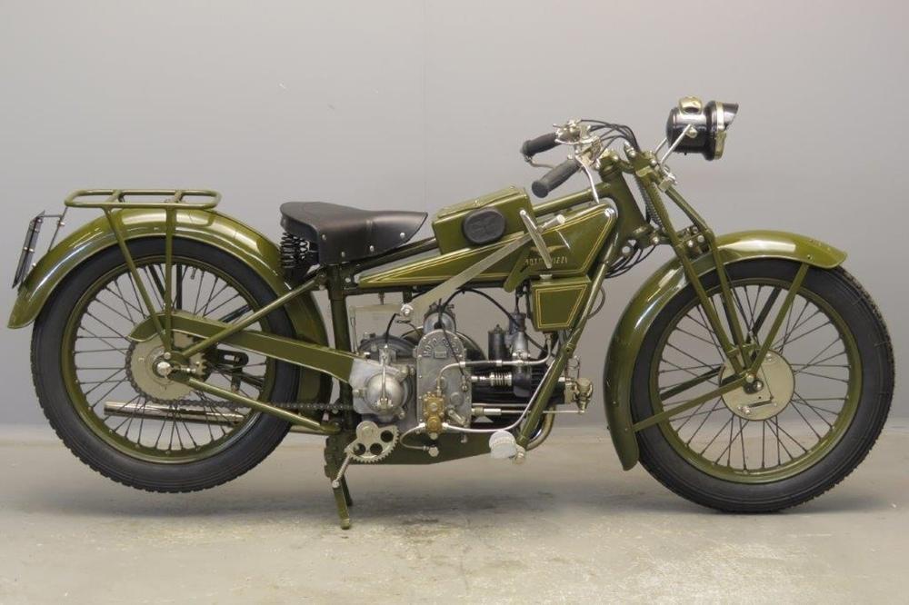 Старинный мотоцикл Moto Guzzi Sport 13 1927