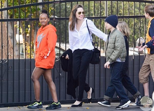 Борьба Анджелины Джоли и Брэда Питта за детей подошла к концу, сообщили СМИ несколько недель назад. Теперь звездные наследники могут сами решать, с кем из родителей они хотят проводить время. Как только эта новость была обнародована, Анджелину стали все ч
