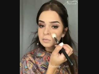 Как тебе такой вечерний макияж?
