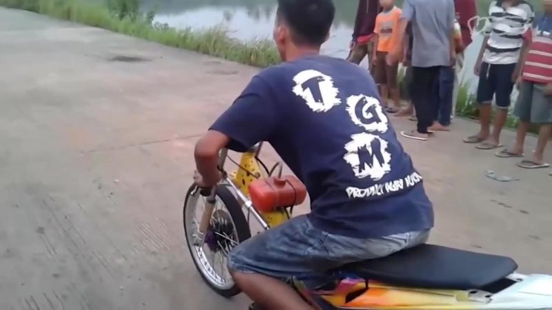 Ставки на жизнь подростков в Индонезии - Смертельные гонки (VICE)