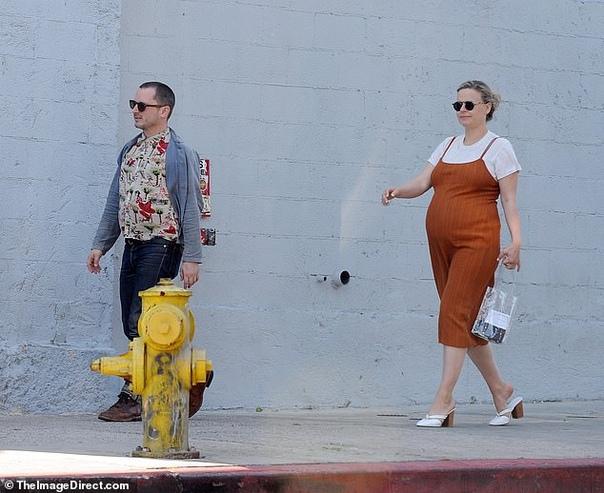 Актер из Властелина колец Элайджа Вуд впервые станет отцом Голливудский актер Элайджа Вуд, наиболее известный по роли Фродо Торбинса в фильмах Властелин колец, готовится впервые стать отцом.