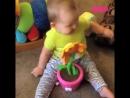 Забавная реакция малышей на различные предметы