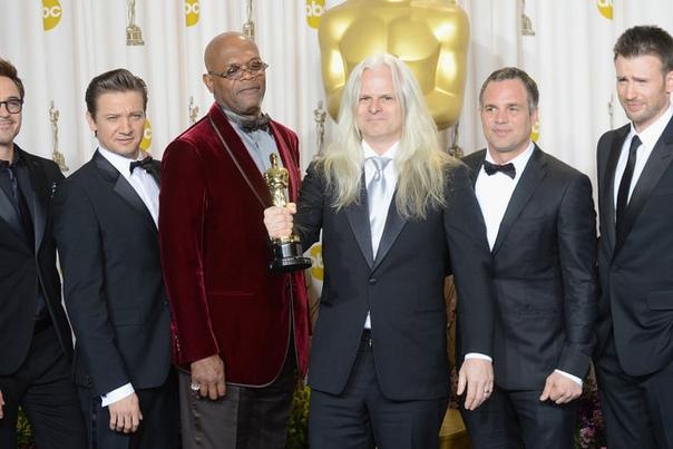Звезды «Мстителей» выступят со-ведущими «Оскара» 2019 Американская киноакадемия решила немного компенсировать конфуз, связанный с отсутствием ведущего 91-й церемонии «Оскар». Продюсеры