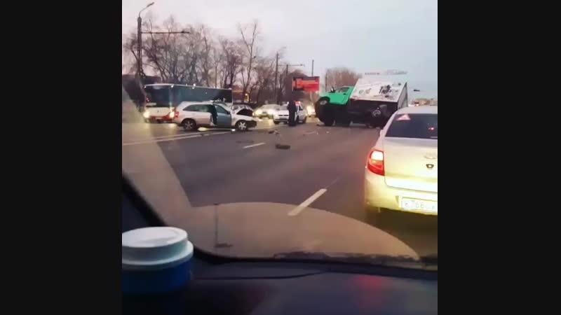 🚧Сегодня утром серьезное ДТП Челябинск на ул.Блюхера напротив «Ленты». Подробности выясняются.