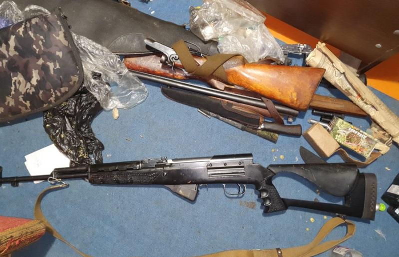 Житель Черкесска хранил дома арсенал оружия