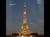Эйфелева башня окрасилась в золотой цвет в память о Шарле Азнавуре