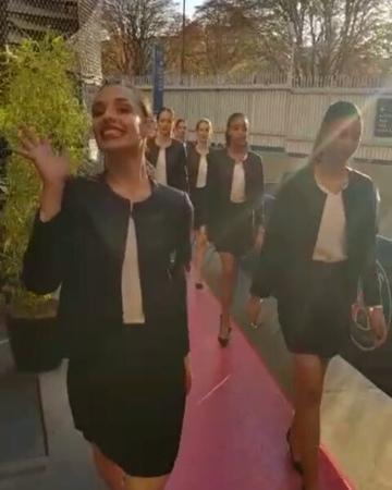 "Kseniya Ilicheva on Instagram ""Я как всегда. 😂 А сегодня вечером опять работали на матче PSG -REIMS ) accueil VIP - tapis rouge. каваникрасавчи..."