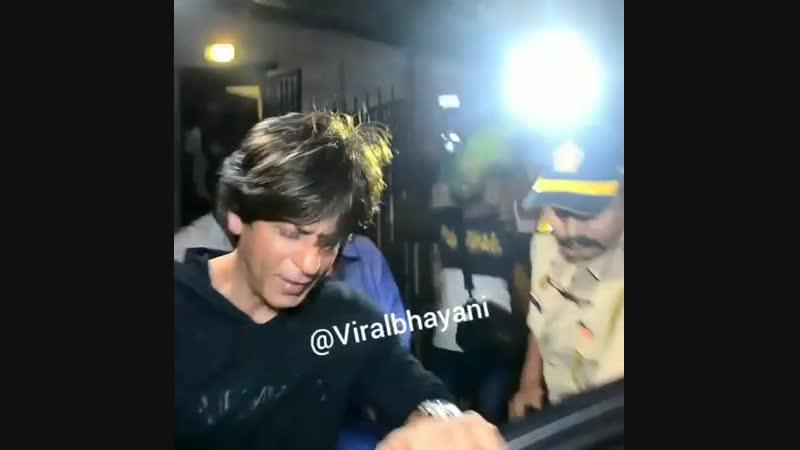 Shahrukhkhan snapped post dubbing for zero