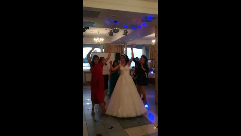 Свадьба очаровательных Екатерины и Алексея в Москве. Конкурс Девичник-мальчишник. Танец под любимую песню невесты.