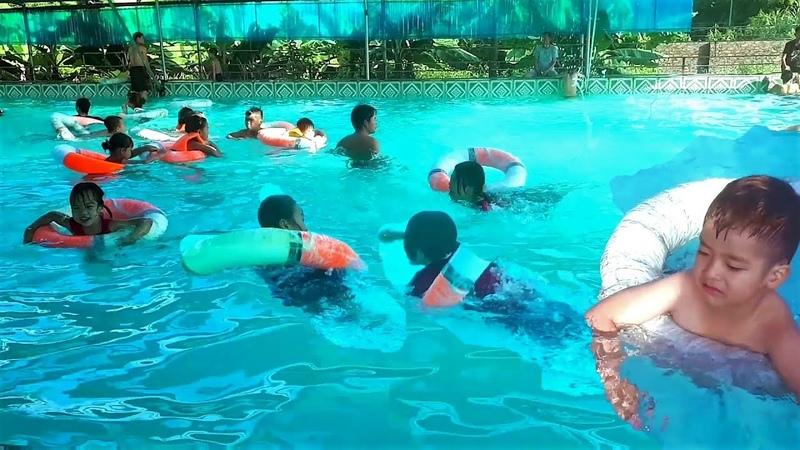 Chị em Minh Thư về quê đi tắm bể bơi và tập bơi 2
