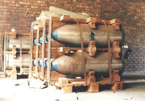 ядерное оружие юар юар — первое государство, имевшее, но добровольно отказавшееся от ядерного оружия. в 1970-х годах юар начала (в сотрудничестве с израилем) разработки ядерного оружия. в 1977