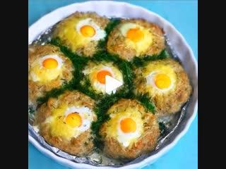 Куриные котлетки с перепелиными яйцами (ингредиенты указаны в описании видео)