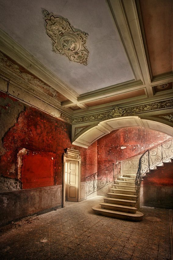 Abandoned Villa Branca in Melide, Switzerland