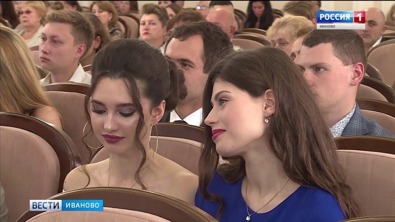 Ивановским выпускникам вручили дипломы президентской академии