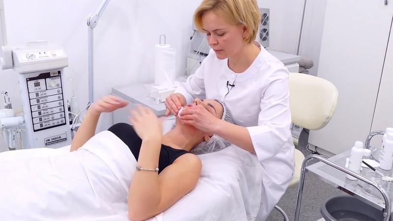 Лечение акне у косметолога ▷ Поверхностный гликолевый пилинг при угревой болезни ▷ Альгинатная маска