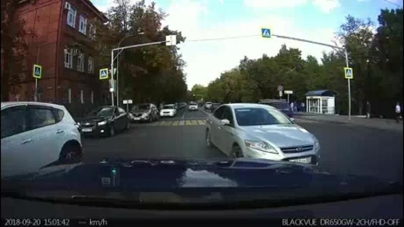 Три водителя не учли знак на перекрестке в районе худучилища