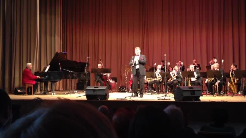 Джазовая композиция в исполнении камерного оркестра джазовой музыки имени Олега Лундстрема.