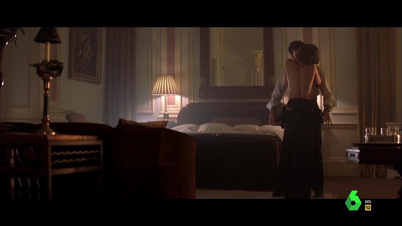 El mañana nunca muere (1997) Tomorrow Never Dies sexy escene 03 Teri Hatcher