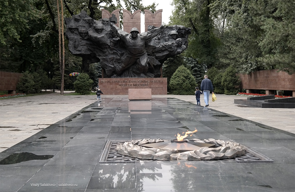 Вечный огонь в Алматы, Казахстан 2019