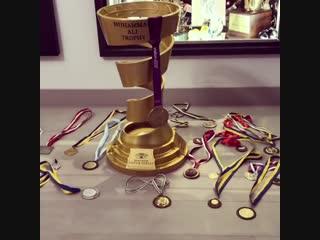 «Они тоже поют» 🚀🏆🥇 Абсолютный Чемпион Александр Усик показал все свои награды 🔥