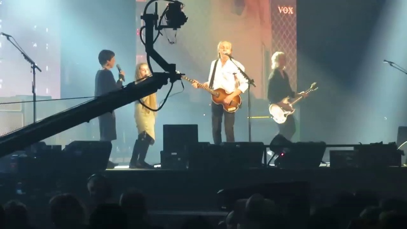 Paul McCartney - I Saw Her Standing There (Liverpool 2018) (ft. Girls From Finland)