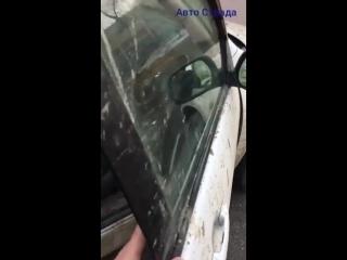 Женщина пригнала машину помыть