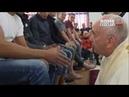 Francisco lava los pies a doce detenidos de una cárcel