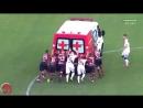 Гравці Васко да Гами і Фламенго разом виштовхнули заглухлий на поле автомобіль швидкої допомоги