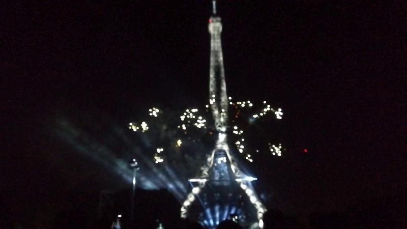 Feu d'artifice du 14 juillet 2019 à Paris Tour Eiffel 2