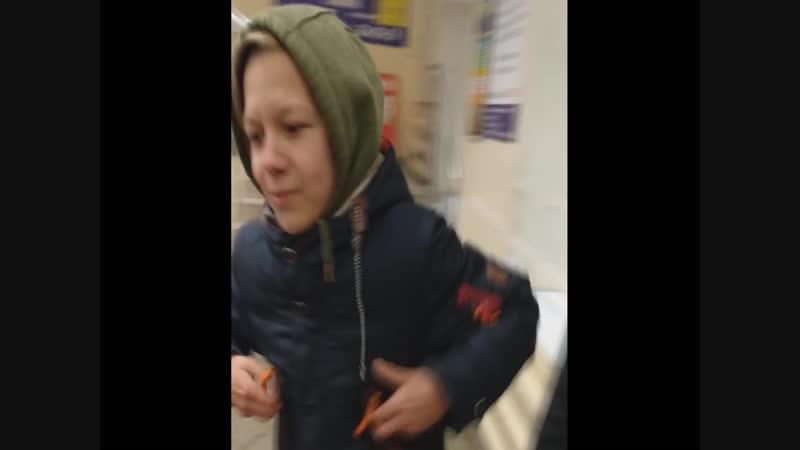 уборщица людоедка побила школьника своей шваброй шок