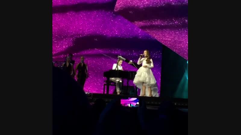 Дочки Алсу выступают на сцене 😍