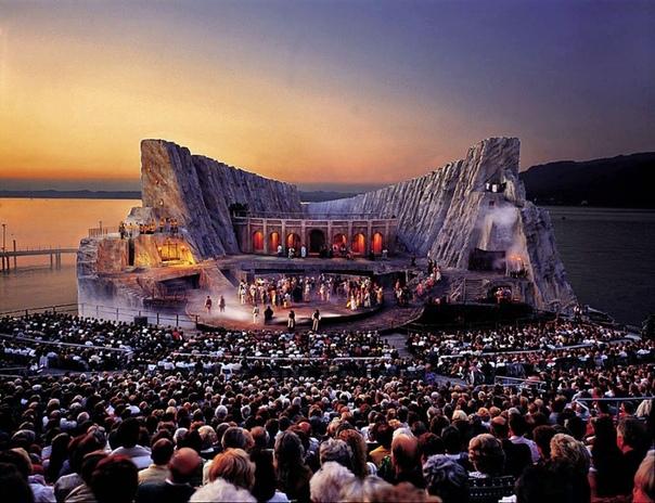Плавающие сцены Bregenz Festival или Опера на Боденском озере Через год после окончания Второй мировой войны в старинном австрийском городе Брегенце состоялся первый фестиваль исполнительских