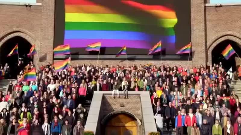 Мы одной крови Ты и я - Из одной планеты - Я Ты - 2000 Великих радужный меньшинства исполнили гимн России.Я горжусь нами