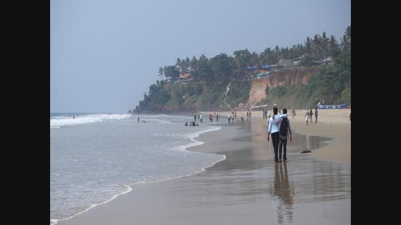 Парочка индусов на пляже Варкалы (Керала, Индия)