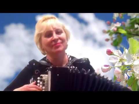 На пригорочке╰❥Послушайте, как ПОЁТ под БАЯН эта озорная ОЧАРОВАШКА! ❤️❤️❤️ Russian folk song!