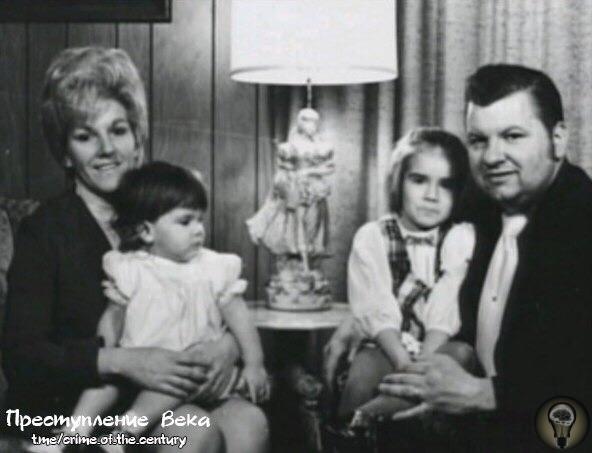 Джон Уэйн Гейси со второй женой Кэрол Хофф и двумя ее дочерьми