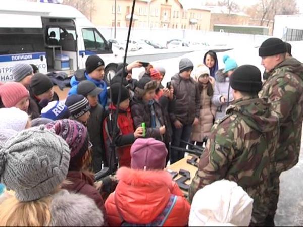 В рамках акции Неделя мужества школьники посетили рязанский ОМОН