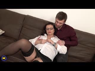 Naughty curvy milf loves to fuck and suck cock -http://www.vidz78.com