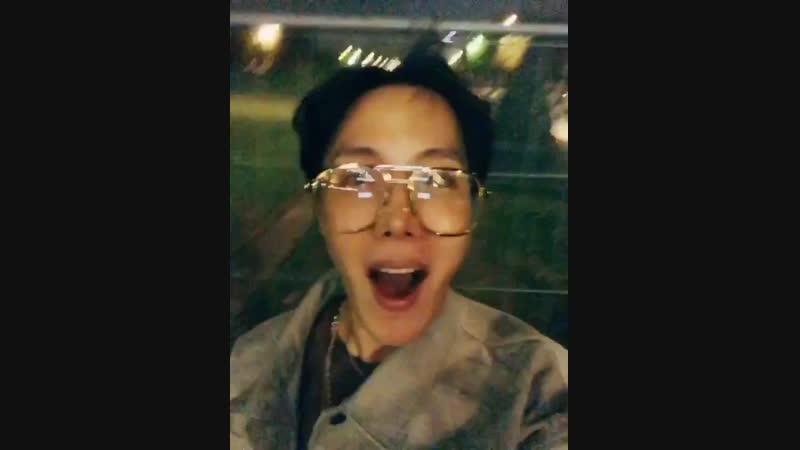 JHOPE пока Париж💓👋🌟 Поскольку я сейчас слушаю песню Намджуна 🇰🇷Seoul🇰🇷 то я буду готов отправиться назад в Сеул