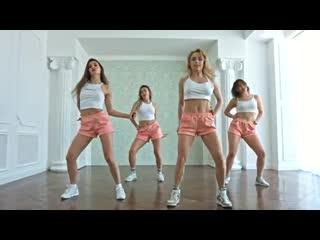 Видео сибирячек, танцующих без лифчиков, набрало более миллиона просмотров